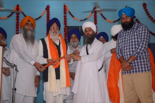 Sant Baba Amir Singh ji honouring  Jathedar Avtar Singh Makar ji