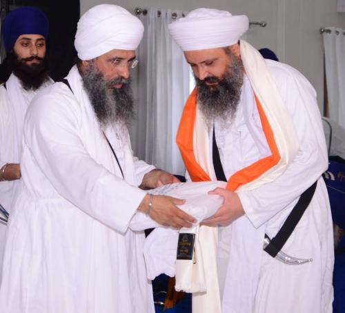 Sant Baba Amir Singh ji honouring Sant Baba Gurnaam Singh ji