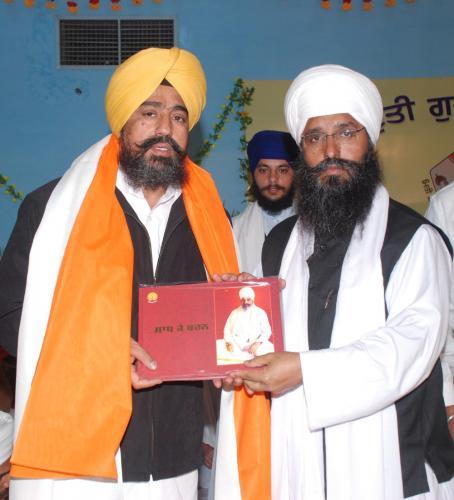 Adutti Gurmat Sangeet Samellan- 2011 (13)