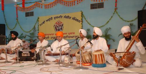 Adutti Gurmat Sangeet Samellan- 2011 (56)