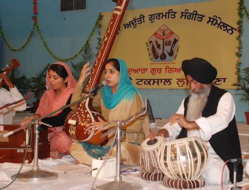 Adutti Gurmat Sangeet Samellan- 2011 (63)