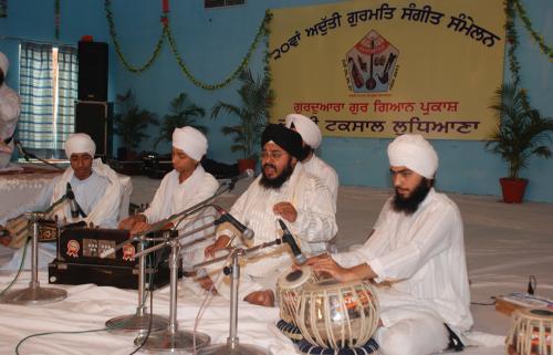 Adutti Gurmat Sangeet Samellan- 2011 (85)