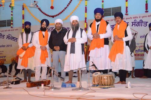 Sant Baba Amir Singh ji honouring Students of Jawaddi Taksal