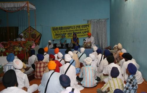 Gurmat Sangeet Workshop 2007 (15)