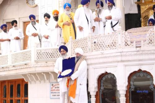 Sant Baba Sucha Singh ji honoured from Akal Takhat Sahib, award received by Sant Baba Amir Singh ji (2)