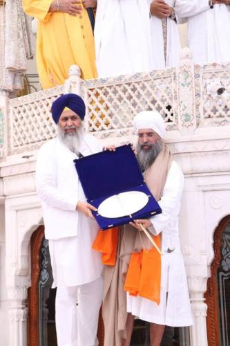 Sant Baba Sucha Singh ji honoured from Akal Takhat Sahib, award received by Sant Baba Amir Singh ji (8)