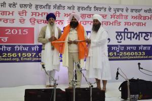 Sant-Baba-Amir-Singh-ji-Honuring-Sangat